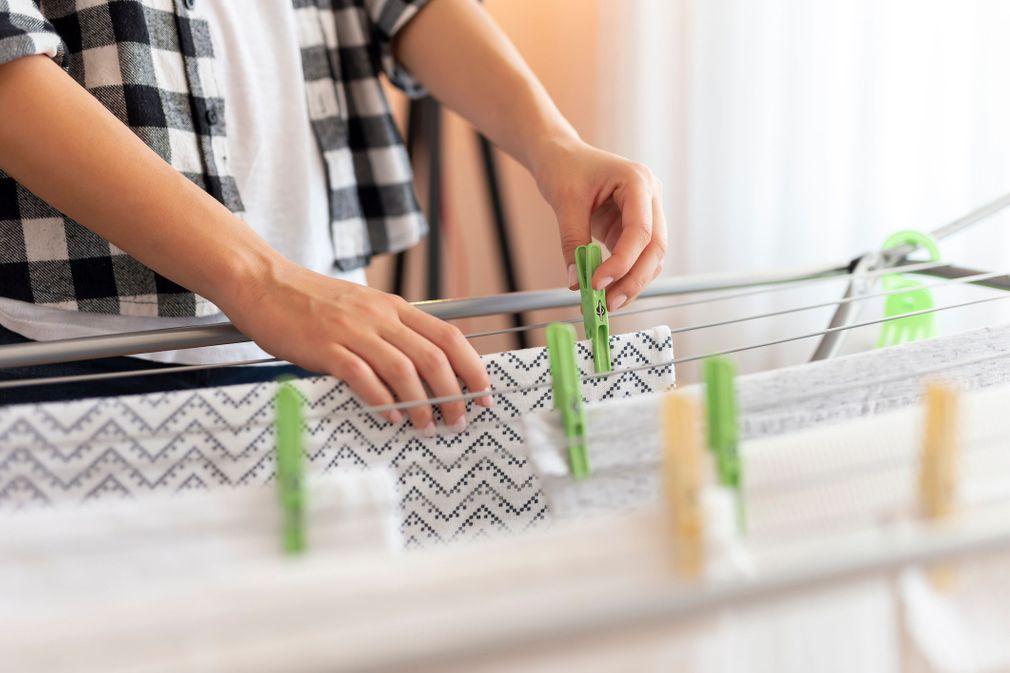 8 erreurs qui attirent les acariens chez vous
