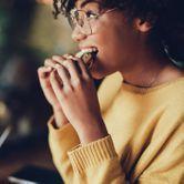 Ce qu'il se passe dans notre corps lorsqu'on mange trop vite
