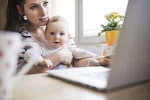 Décrocher des écrans réduit l'anxiété des jeunes mamans