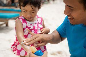 Savez-vous lire l'étiquette d'une crème solaire pour enfants ?