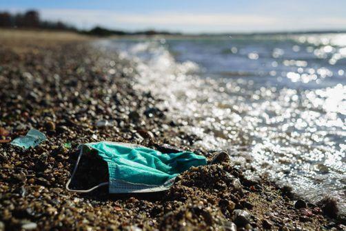 L'Ademe lance une campagne audio pour sensibiliser à la pollution liée aux gants et masques jetés par terre