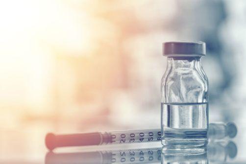 """L'industrie pharmaceutique croit à un vaccin en 2020, mais les défis sont """"colossaux"""""""