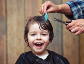 Rassurez votre enfant s'il a peur du coiffeur