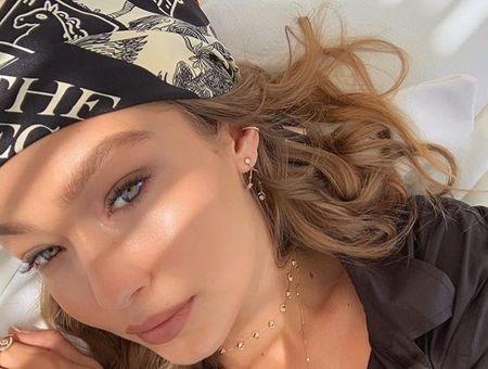 Tendance coiffure : 10 stars qui ramènent le foulard pirate au goût du jour