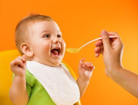 Alimentation de bébé mois par mois