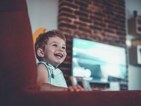 Bébé et la télé : quels sont les risques ?