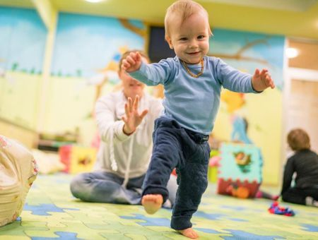 À quel âge bébé marche-t-il ?