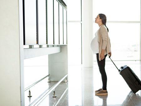Voyager enceinte : les précautions à prendre