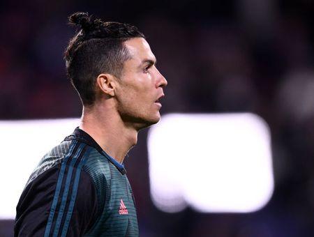 Défi sportif à la maison : séance d'abdos avec Cristiano Ronaldo