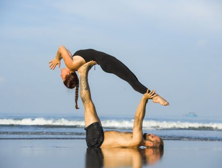 L'Acroyoga : le yoga volant en duo !