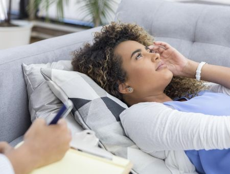 Traitement de la douleur : et si vous essayiez l'hypnose ?