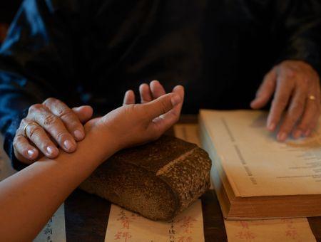 Médecine traditionnelle chinoise : tout savoir (ou presque) par la prise de pouls