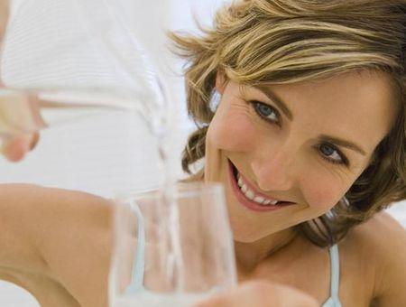Eau du robinet, eau minérale : laquelle choisir ?