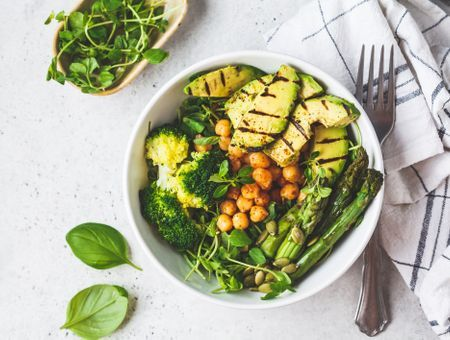 Régimes vegan et végétarien : ils augmenteraient le risque de fracture