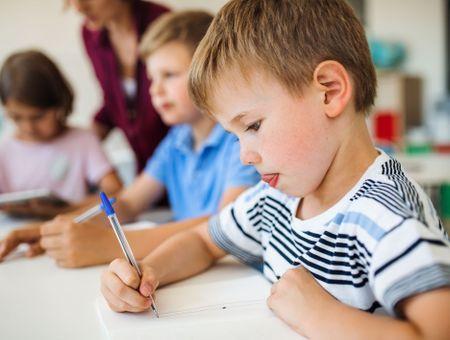 Hyperactivité : comment aider l'enfant sur le plan scolaire ?