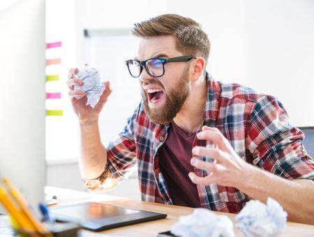 Stress au travail : symptômes, causes et solutions