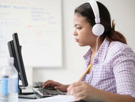 Tests gratuits d'audition en magasin ou en ligne… aussi fiables que chez le spécialiste ?