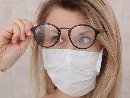 Masque : comment éviter la buée sur les lunettes