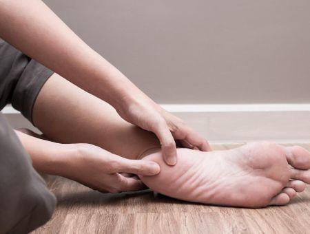 Douleurs au talon : comment soigner une talalgie ?