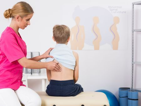 Scoliose : du diagnostic au traitement