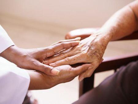 Purpura de Bateman : la maladie qui fragilise la peau des seniors