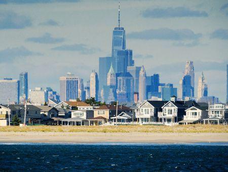 New York rouvre ses plages, signe d'un déconfinement prudent