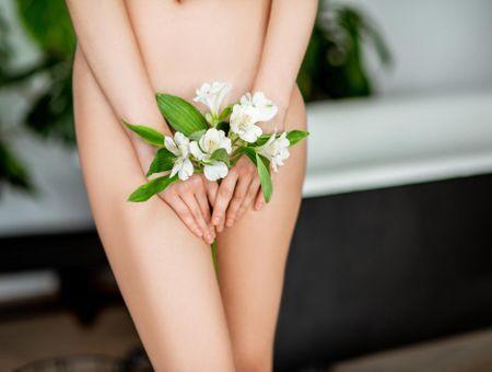 Tatouage, piercing, vajazzling… Faut-il embellir son sexe ?