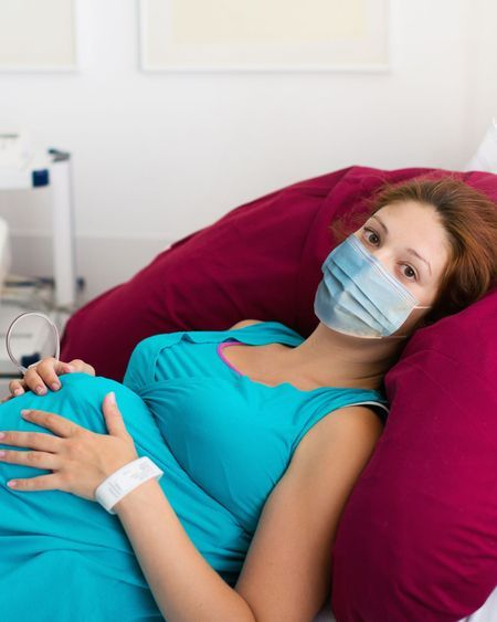 Coronavirus : Port du masque pendant l'accouchement, quelles sont les recommandations ?