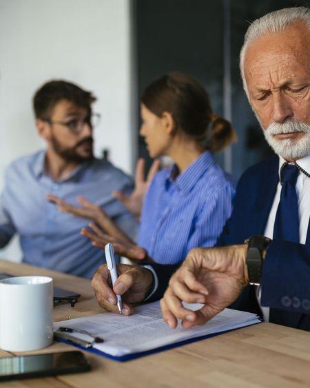 Comment travailler avec quelqu'un que l'on ne supporte pas en temps de Covid-19 ?