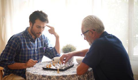 Alzheimer : les aidants débordés et pas assez informés sur les aides financièresv