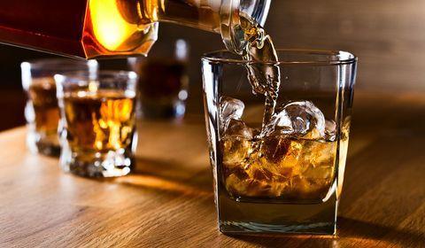 Coronavirus : des distilleries cèdent leurs stocks d'alcool pour produire du gel hydroalcoolique