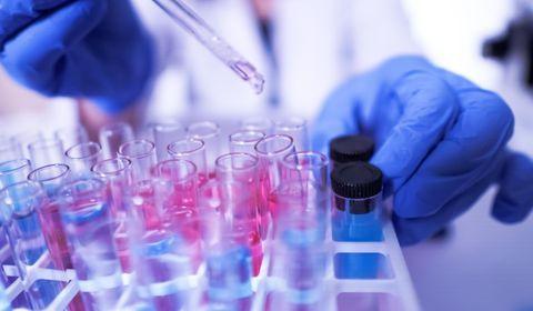 Covid-19 : des scientifiques appellent à maintenir des mesures de contrôle strictes