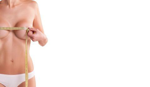 Atteinte de macromastie, ses seins ne cessent de grossir