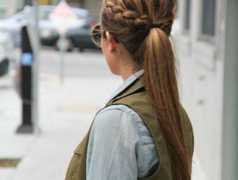 Queue de cheval avec tresse - 40 coiffures à adopter quand il fait chaud