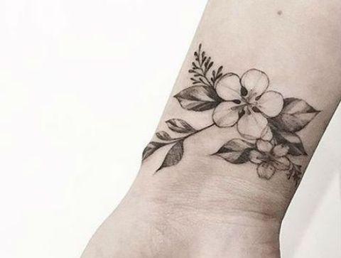 Tatouage Bracelet De Fleurs Tatouage Poignet Plus De 100 Modeles Qui Nous Inspirent