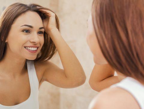 Pellicules grasses : comment s'en débarrasser ?