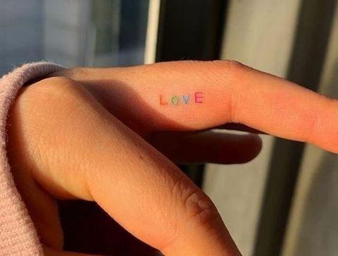 Tatouage Love - 20 idées de tatouages pour sublimer vos mains