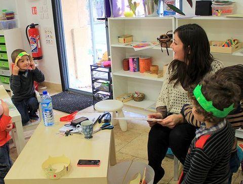 16h : réveil des tout-petits - Une journée dans une école Montessori