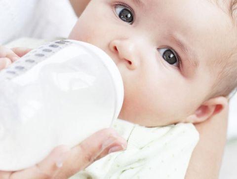 Lait premier âge - Les laits pour bébé au banc d'essai