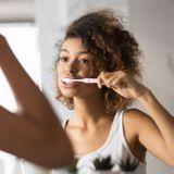 Confinement : pourquoi il faut éviter le grignotage et prendre soin de ses dents
