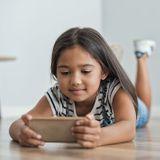 A quel âge peut-on céder sur le smartphone ?
