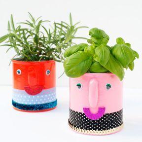 Les mugs deviennent des pots à plantes