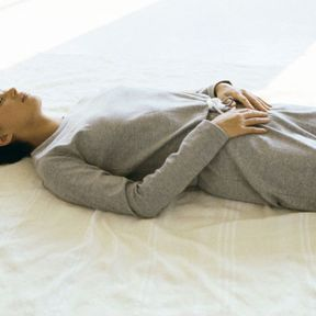 Vous pouvez apprendre à respirer en position allongée