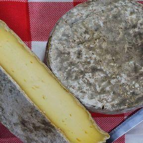 La tomme noire des Pyrénées : 953 mg de calcium/100 g